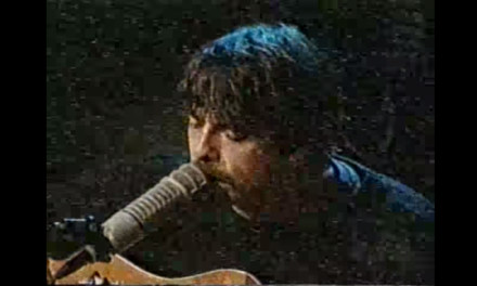 Dave Grohl 1st Performed Everlong Acoustically on The Howard Stern Show.