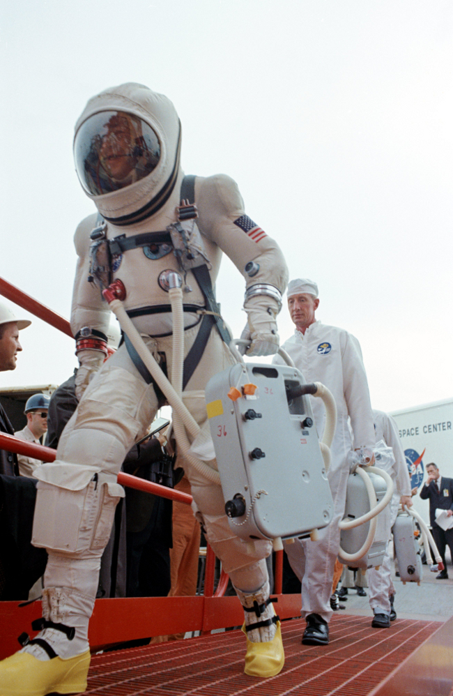 history-of-spacesuits-17