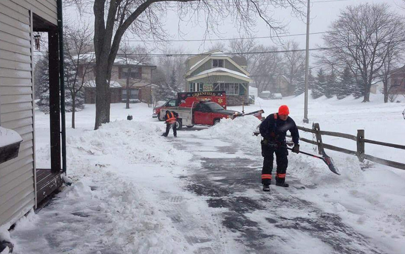 Paramedics Shovel Man's Driveway After Rescuing Him From Heart Attack.