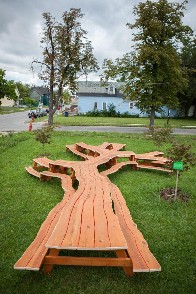 tree-picnic-table